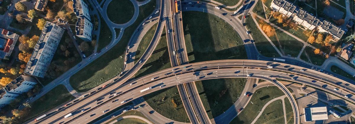 Immagine dall'alto di un raccordo stradale